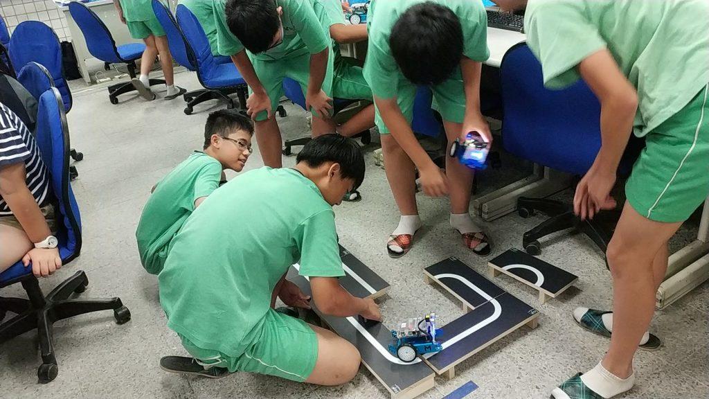 我的同學是機器人 北投國中資訊課程好好玩代表照片
