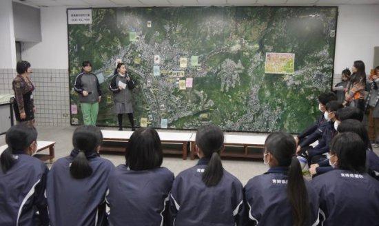 日本宮崎女壘隊參訪 北投國中學生用日語介紹校園代表照片