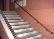樓梯間均設有安全扶手