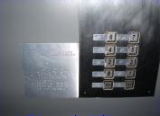 低位設計之按鈕及盲人用點字面板